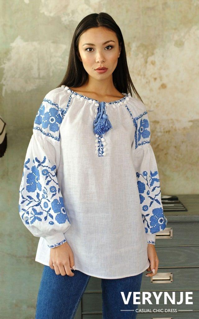 Блузка «Маки» с сине-голубой вышивкой